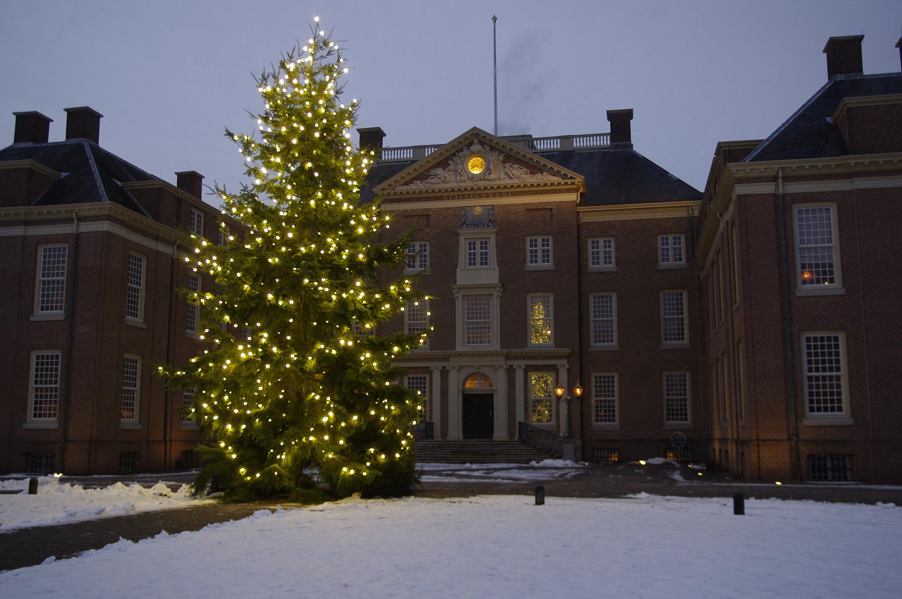 De kerstboom voor Paleis Het Loo, december 2010.